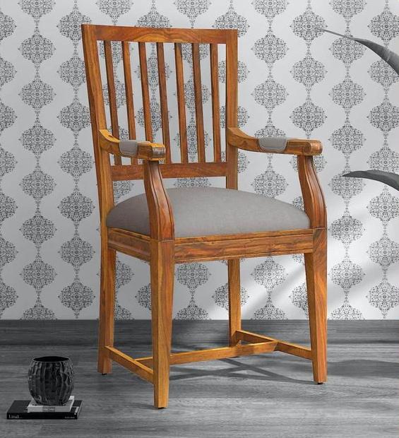 Деревянные стулья - классический предмет мебели для вашего интерьера